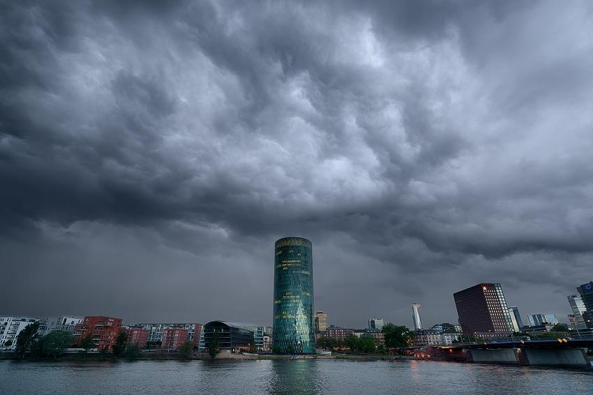 Gewitter über dem Westhafen [no. 1950]